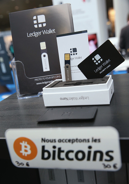 Wallet「CeBIT 2015 Technology Trade Fair」:写真・画像(4)[壁紙.com]