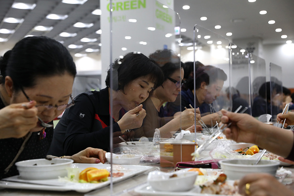 Table「South Korea Slowly Recovers From Coronavirus Outbreak」:写真・画像(16)[壁紙.com]