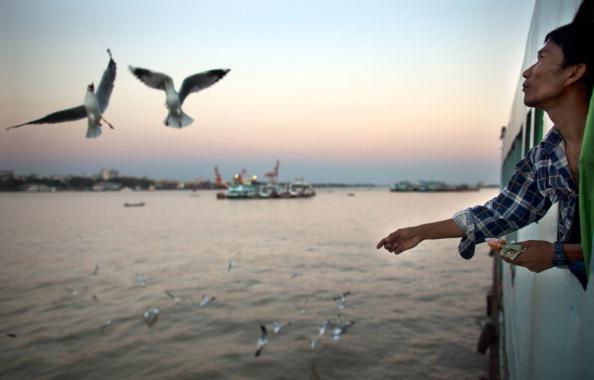 Passenger Craft「Reforms In Myanmar Show Positive Signs」:写真・画像(6)[壁紙.com]