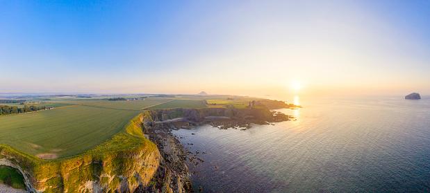East Lothian「Drone shot of Tantallon Castle by sea against clear sky at sunset, East Lothian, Scotland」:スマホ壁紙(4)