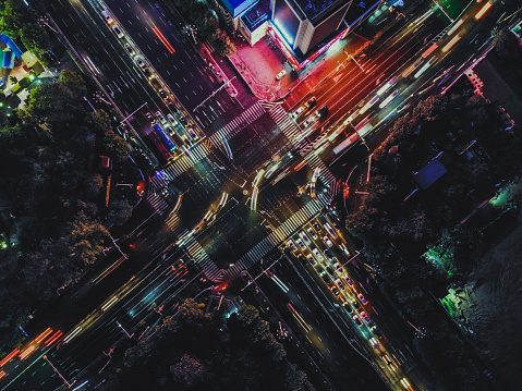Walking「Drone Shot of City Street Crossing at Night」:スマホ壁紙(6)