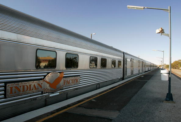 Train - Vehicle「2009 Indian Pacific Christmas In The Outback」:写真・画像(15)[壁紙.com]