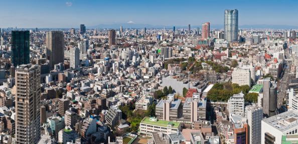 冠雪「東京の六本木ヒルズの街並みのパノラマに広がる富士山混雑した超高層ビル日本」:スマホ壁紙(2)