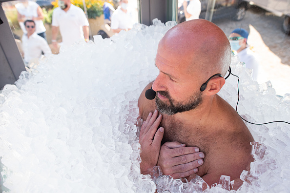Bestpix「Longest Duration Full Body Contact With Ice World Record Attempt」:写真・画像(18)[壁紙.com]