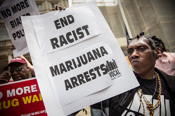 Arrest「Elected Officials Introduce The Fairness And Equity Act Aimed At Reducing Penalties For Minor Marijuana Offenses」:写真・画像(14)[壁紙.com]