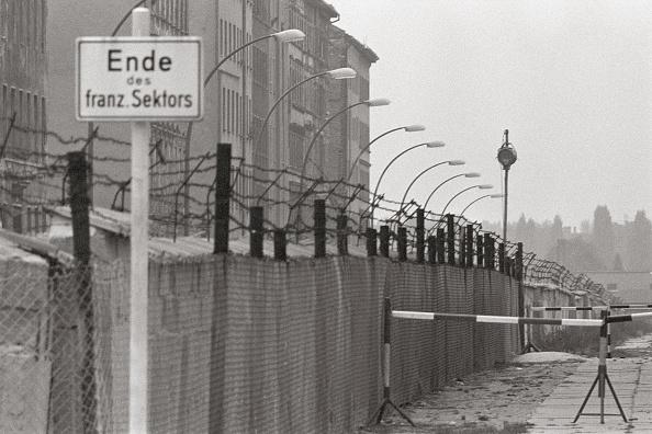 Construction Industry「At the Berlin Wall」:写真・画像(11)[壁紙.com]