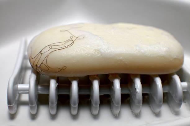 Bar soap in Bathroom with Hair on it.:スマホ壁紙(壁紙.com)