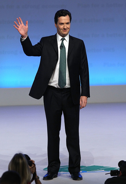 全身「Shadow Chancellor George Osborne Makes Key Conference Speech」:写真・画像(7)[壁紙.com]