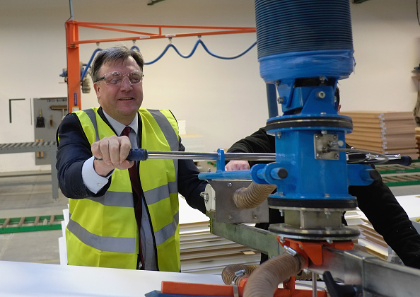Corporate Business「Ed Balls Visits The Cotswold Manufacturing Factory In Stockton-on-Tees」:写真・画像(1)[壁紙.com]