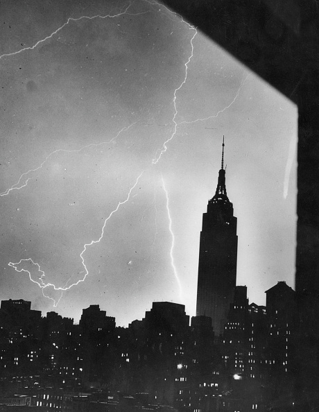Empire State Building「New York Lightning」:写真・画像(2)[壁紙.com]