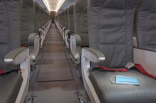 Miami「Face mask on airplane passenger seat」:スマホ壁紙(7)