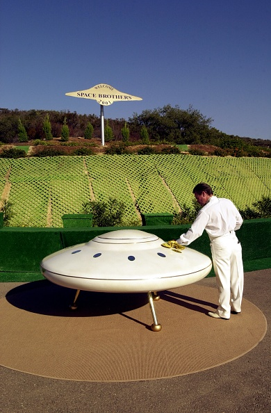Saucer「Unarius Academy of Science Expects Flying Saucers in 2001」:写真・画像(14)[壁紙.com]