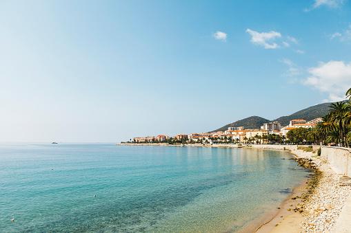 Mediterranean Sea「France, Corsica, Ajaccio, Coastline and empty beach」:スマホ壁紙(16)