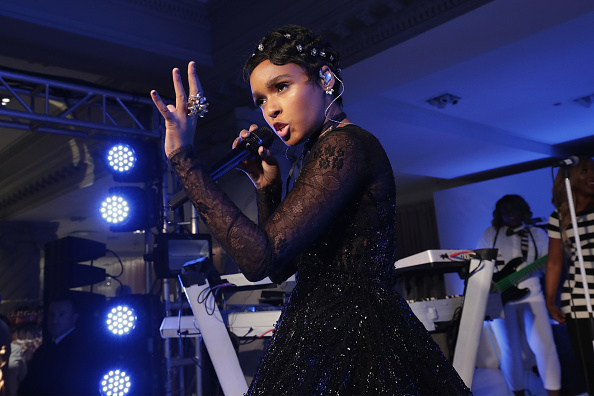 パフォーマンス「Lord & Taylor Celebrates The Dress Address With Janelle Monae」:写真・画像(9)[壁紙.com]