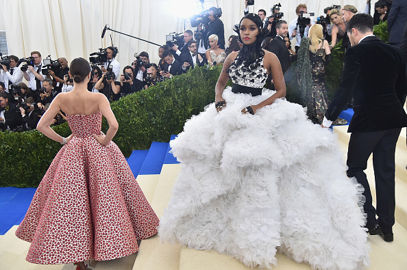 Miranda Kerr「'Rei Kawakubo/Comme des Garcons: Art Of The In-Between' Costume Institute Gala - Arrivals」:写真・画像(16)[壁紙.com]