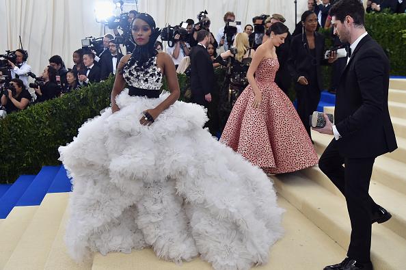 Miranda Kerr「'Rei Kawakubo/Comme des Garcons: Art Of The In-Between' Costume Institute Gala - Arrivals」:写真・画像(17)[壁紙.com]