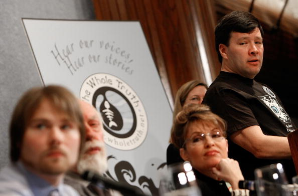 Brightly Lit「Exxon Valdez Oil Spill Victims Hold News Conference On High Court Case」:写真・画像(9)[壁紙.com]