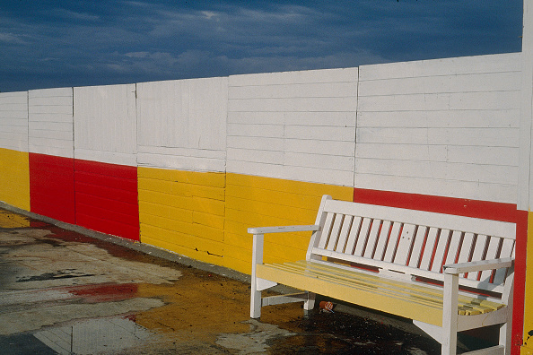 Construction Material「Seafront bench at Walton-on-the-Naze, Essex, United Kingdom.」:写真・画像(8)[壁紙.com]
