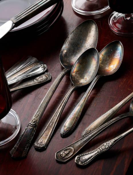 Silverware on Wooden Table:スマホ壁紙(壁紙.com)