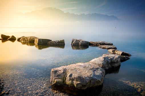 Vaud Canton「Rocks in Lake Geneva, Montreux, Vaud, Switzerland」:スマホ壁紙(19)