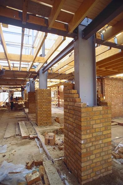 Architectural Column「Brick cladding around steel columns on commercial building」:写真・画像(11)[壁紙.com]
