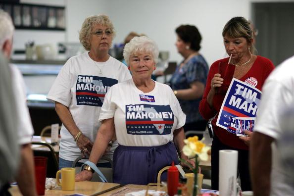 Joe Mahoney「Congressional Candidate Tim Mahoney Votes In Florida」:写真・画像(14)[壁紙.com]