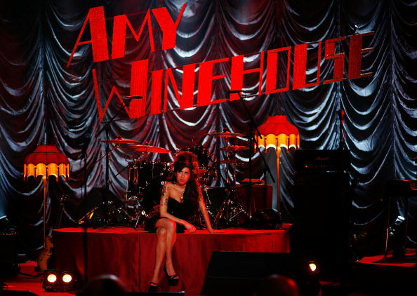 エイミー ワインハウス「Amy Winehouse Performs For Grammy's Via Video Link」:写真・画像(6)[壁紙.com]