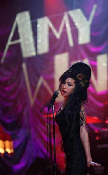 エイミー ワインハウス「Amy Winehouse Performs For Grammy's Via Video Link」:写真・画像(2)[壁紙.com]