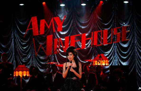 エイミー ワインハウス「Amy Winehouse Performs For Grammy's Via Video Link」:写真・画像(9)[壁紙.com]