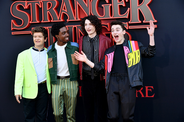 "Four People「Premiere Of Netflix's ""Stranger Things"" Season 3 - Arrivals」:写真・画像(2)[壁紙.com]"