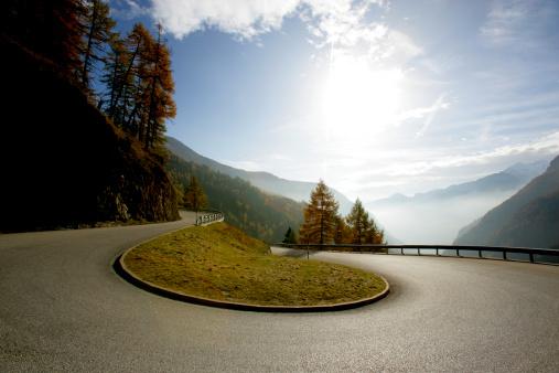 Hairpin Curve「Austria, Timmelsjoch, curve on mountain road」:スマホ壁紙(12)
