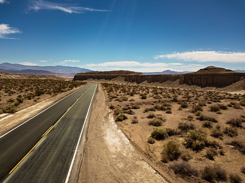 Landscape Arch「Arial view of empty road in the desert」:スマホ壁紙(8)