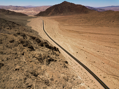Landscape Arch「Arial view of empty road in the desert」:スマホ壁紙(11)