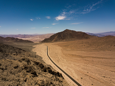Landscape Arch「Arial view of empty road in the desert」:スマホ壁紙(12)