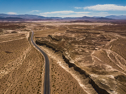 Landscape Arch「Arial view of empty road in the desert」:スマホ壁紙(9)