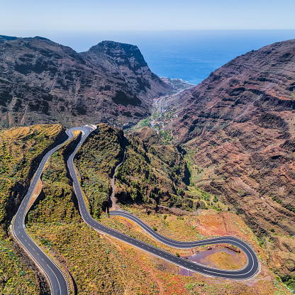 Hairpin Curve「Arial View of Hairpin turns to Valle Gran Rey on Canary Islands La Gomera in the province of Santa Cruz de Tenerife - Spain」:スマホ壁紙(9)
