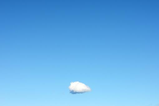 Remote Location「Single Cloud in Clear Blue Sky」:スマホ壁紙(0)