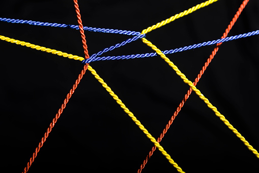Unity「Connected ropes in front of black background」:スマホ壁紙(10)