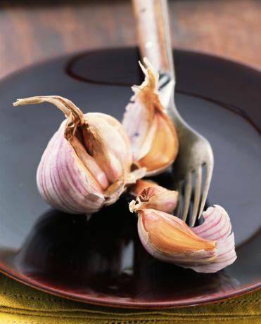 Garlic Clove「Garlic bulbs and fork」:スマホ壁紙(2)