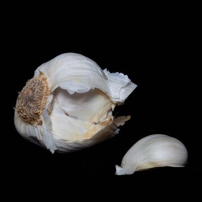 Garlic Clove「A garlic bulb and clove on a black background」:スマホ壁紙(10)