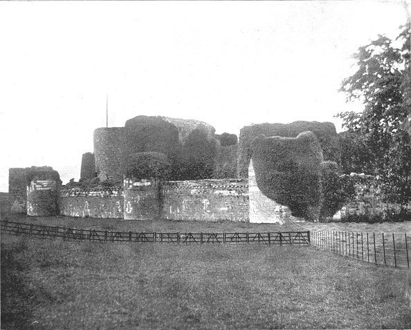 Overgrown「Beaumaris Castle」:写真・画像(8)[壁紙.com]