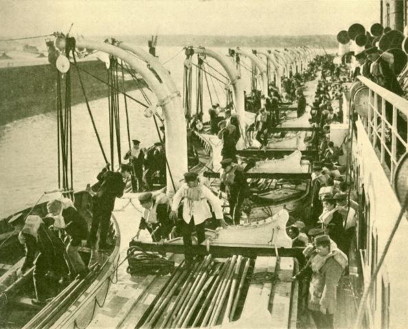 Passenger Craft「Boat Drill Aboard The 'Aquitania'」:写真・画像(1)[壁紙.com]