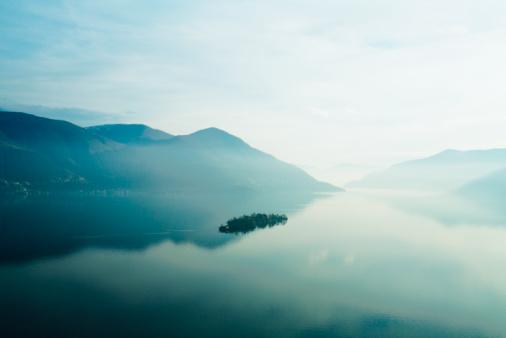 Light - Natural Phenomenon「Lake Maggiore at sunset」:スマホ壁紙(16)