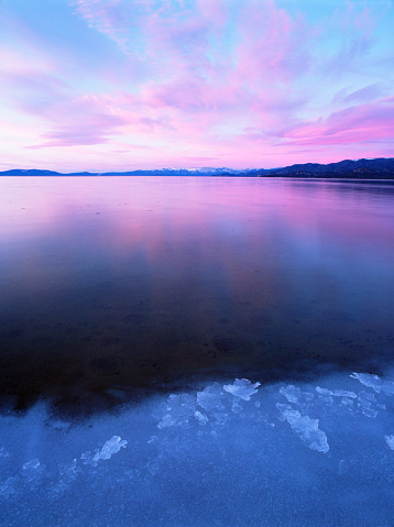 Water Surface「Frozen Lake Tahoe at dusk」:スマホ壁紙(3)
