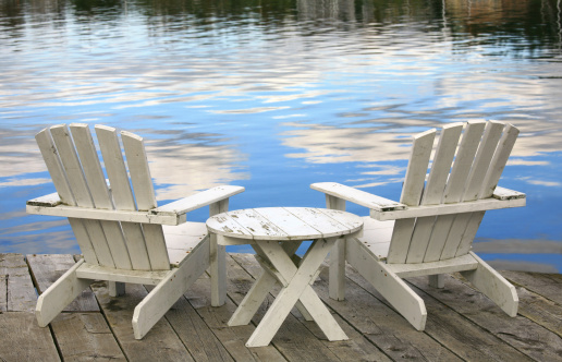 Two Objects「Two White Adirondack Chairs」:スマホ壁紙(9)
