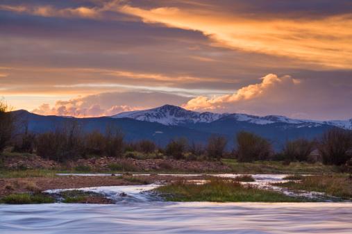アーカンソー川「アーカンソー川と山の夕暮れ時にはコロラド州」:スマホ壁紙(0)