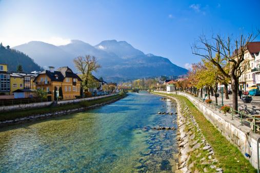 St「Scenic Traun River in Bad Ischl, Austria」:スマホ壁紙(11)