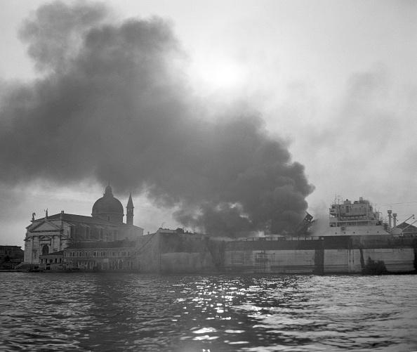 背景「Smoke On The Water」:写真・画像(14)[壁紙.com]