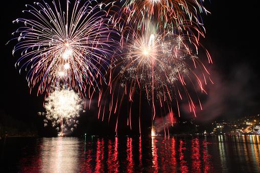 Standing Water「New Year's fireworks on Lake Wakatipu, Queenstown」:スマホ壁紙(19)