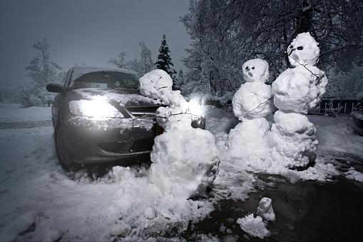 雪だるま「冬の終わりは 2」:スマホ壁紙(7)